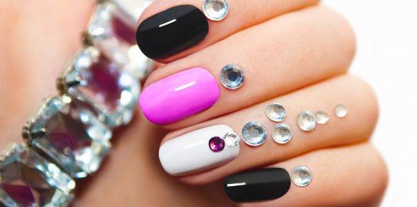 Скидки до 57% на услуги для ногтей в салоне «Виктория»