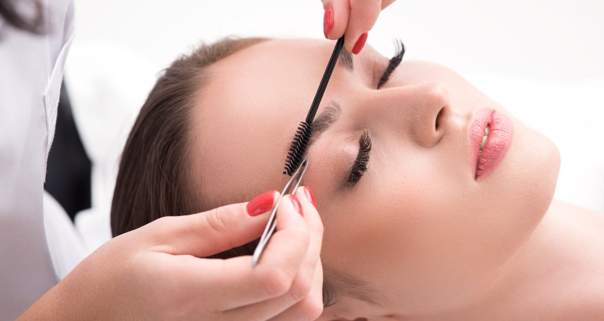 Скидки до 50% на услуги для бровей и ресниц в салоне «Армата»