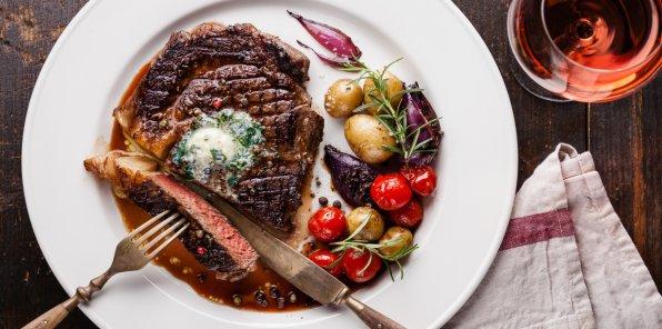 Скидка 40% на меню и напитки в ресторане «Люкс»