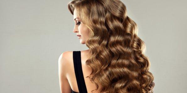 Скидки до 90% на услуги для волос в студии «Рядом»