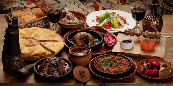 Скидки до 55% на ужин или банкет в кафе «Амра»