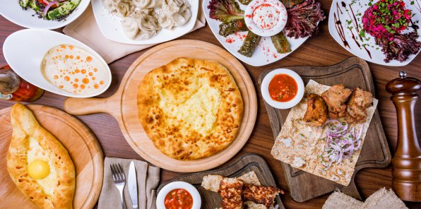 Скидка 30% на меню и напитки в ресторане «Хинкальная»