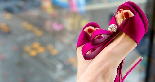 Скидки до 50% на ногтевой сервис в студии «Конфетти»