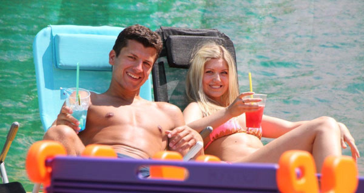 """Пиво, крыша, боулинг и кинотеатр на крыше под открытым небом в аквапарке """"Карибия"""" со скидками до 50%!"""
