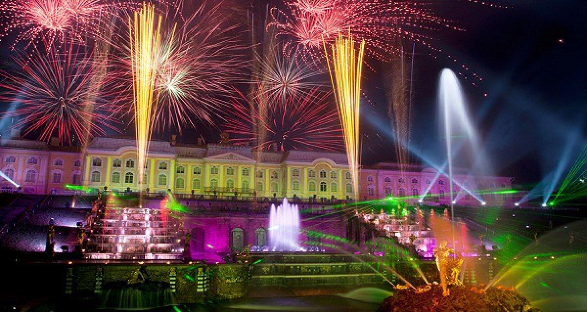 Событие мирового масштаба! Праздник закрытия фонтанов в Петергофе 13 и 14 сентября со скидками до 58%!