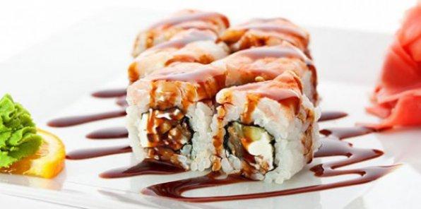 Вкуснейшие суши и роллы спешат к вам домой! Скидка 65% на заказ любых блюд японской кухни + ролл в подарок!