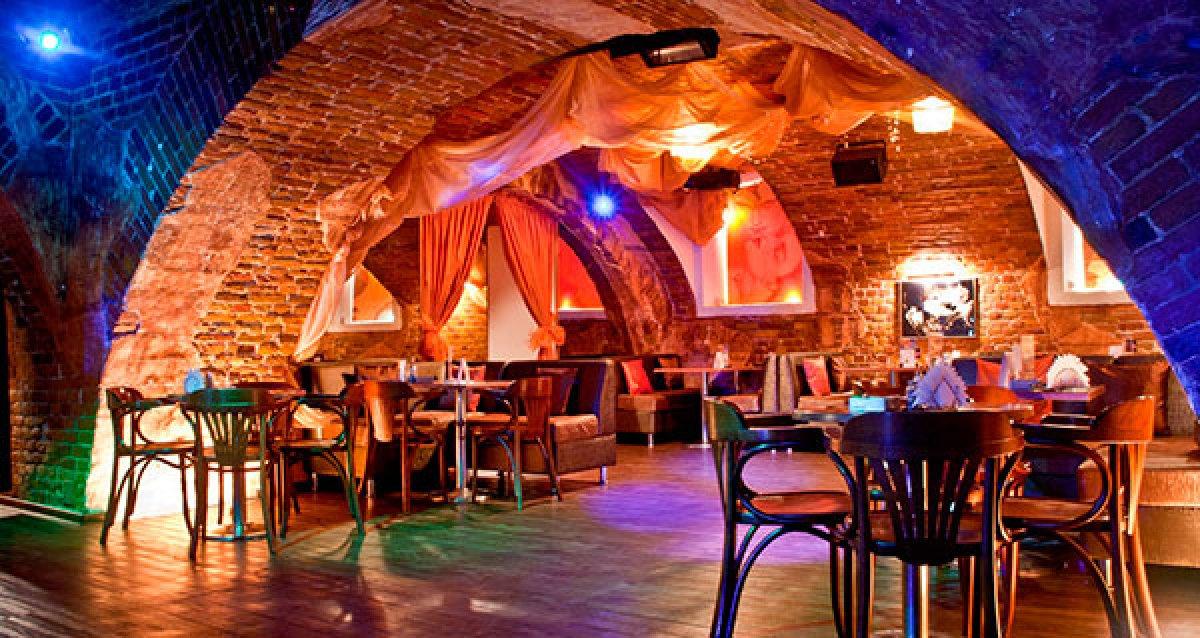 Проведите время с друзьями в уютном баре! Скидка 50% на все меню и напитки в баре Spirit. Всегда богатый выбор блюд!