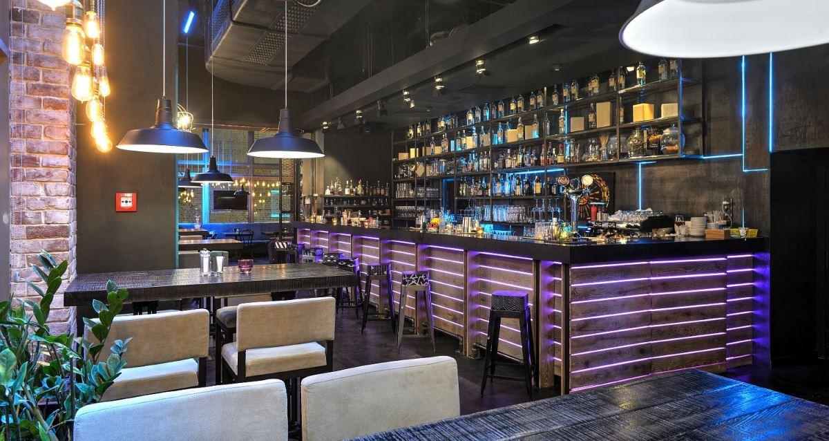 интерьер ресторана MONTIS'Friends Food&Bar