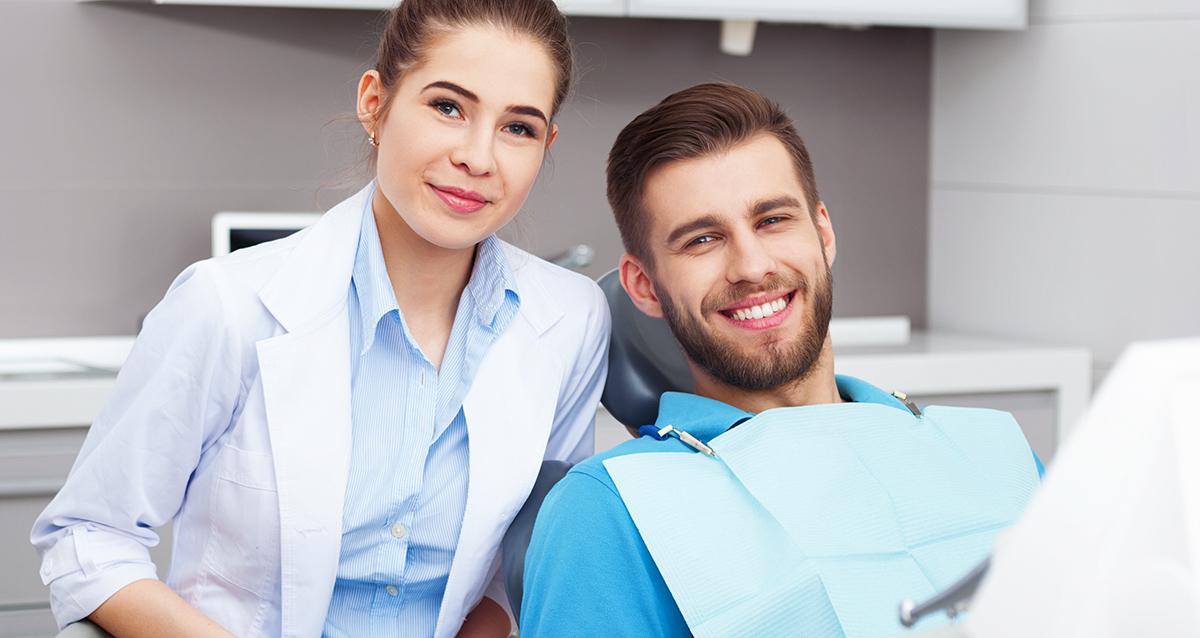 парень у стоматолога