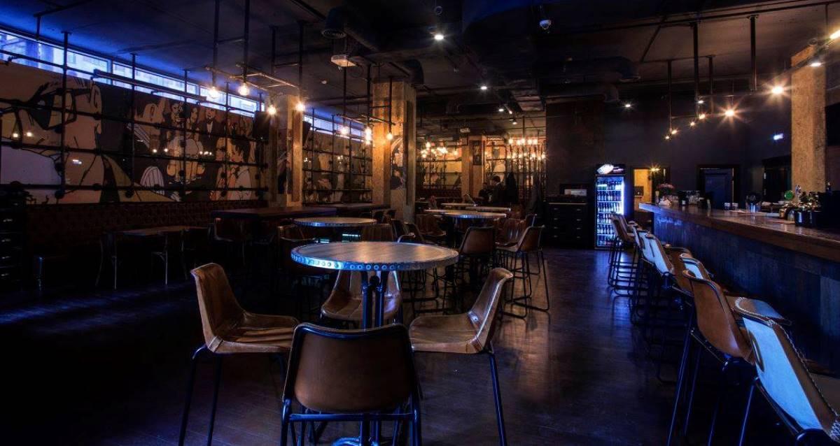 интерьер ресторана One More Beer&Wine