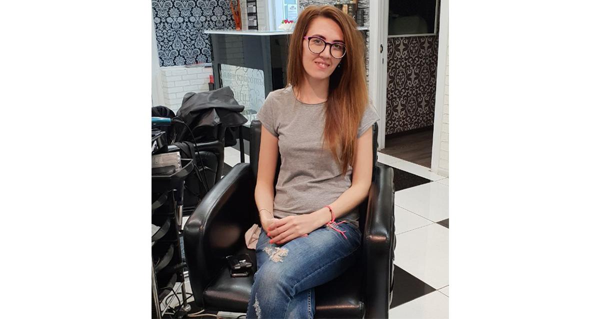парикмахер в салоне красоты Porte Rouge